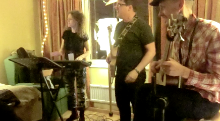 """Playing Tom Waits """"Way Down In The Hole"""" in a hotel room at Folk@Heart Festival 2014, Örebro, Sweden"""