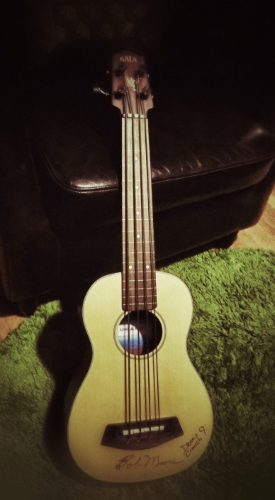 Review of the Pyramid Black Nylon Tape on a fretless acoustic